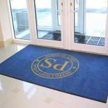 Ворсовые ковры различных размеров с печатными логотипами