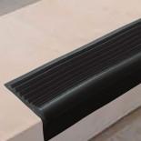 Угловая самоклеящаяся противоскользящая накладка на ступени